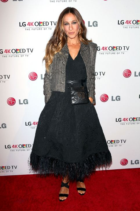 sarah-jessica-parker-chanel-fanny-pack-art-of-pixel-gala-2014-h724